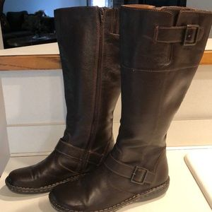 Ladies brown leather NWOT boots